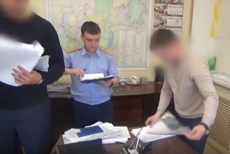 Следователи подозревают сотрудников Дорожной службы Иркутской области в махинациях с закупкой (ВИДЕО)