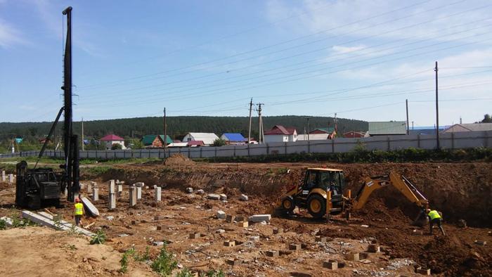 В Иркутске в микрорайоне Лесном начали бетонировать фундамент новой школы