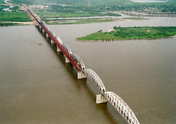 Соединены российская и китайская части ж/д моста через Амур